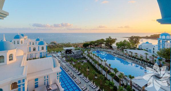 Rubi Platinum Spa Resort & Suites - Alanya Ağustos ayında balayı yapacak çiftlerimizi Türkiye'nin Güney sahillerine davet ediyoruz. Sıcak bir hava ve sıcak bir deniz için Alanya'yı listenize ekleyebilirsiniz.