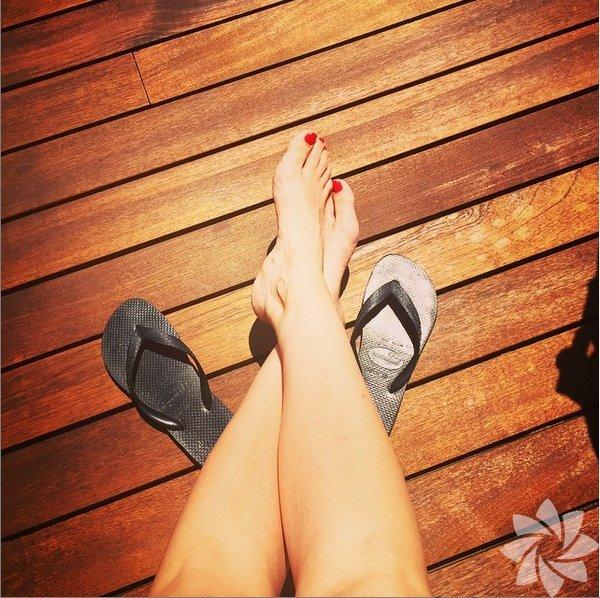 Ünlüler tatil resimlerini Instagram hesaplarından paylaştı.  Ahu Yağtu