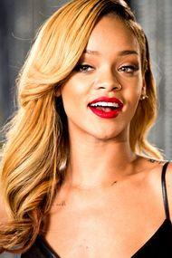 Rihanna'nın yeni sporu kürek sörfü!