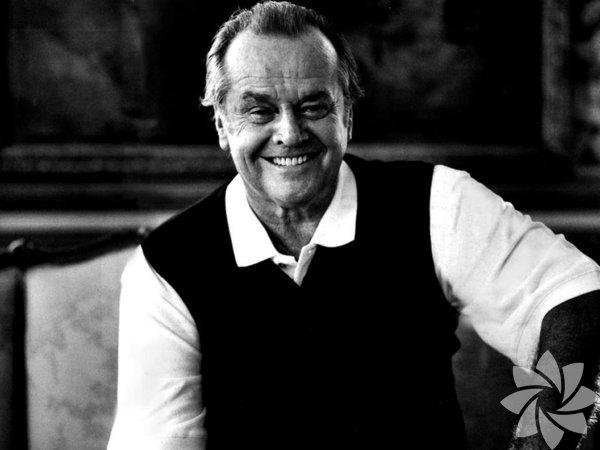 Jack Nicholson  Ünlü aktör Jack Nicholson  37 yaşına kadar annesini ablası olarak biliyordu. Jack Nicholson, 22 Nisan 1937'de New York'ta doğdu. Ünlü aktörün annesi, şovmen Donald Furcillo ile evlenmişti. Aslında bir başka kadınla evli olan Furcillo, Jack Nicholson'un annesine iki kadınla aynı anda evlenmeyi teklif etti ve oğlu Jack'in bakımını da üstlenme sözü verdi. Ancak Jack Nicholson'ın anneannesi, bebeğin bakımını üstlenmek konusunda ısrar etti. Sonunda Jack Nicholson anneannesi Ethel May ve dedesi John Joseph Nicholson tarafından büyütüldü. Ünlü aktör yetişkinlik çağlarına kadar da annesinin ablası olduğunu sanıyordu. Jack Nicholson gerçeği öğrendiğinde 37 yaşında bir yetişkindi. Nicholson bu gerçeği kendisi hakkında bir makale yazan Time dergisi muhabiri sayesinde keşfetti.