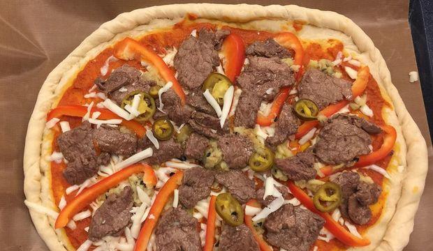 Köz patlıcanlı kolay pizza