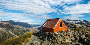 Doruklardaki dağ kulübeleri