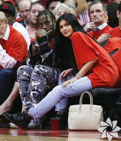 Nisan ayından bu yana rapçi Travis Scott'la birlikte olan Kylie Jenner'in hamile olduğu ortaya çıktı.