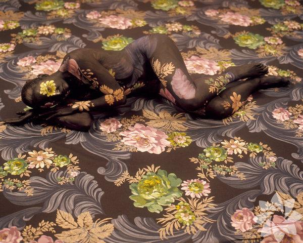Cecilia Paredes'ın kumaşlarla kamuflaj sanatı
