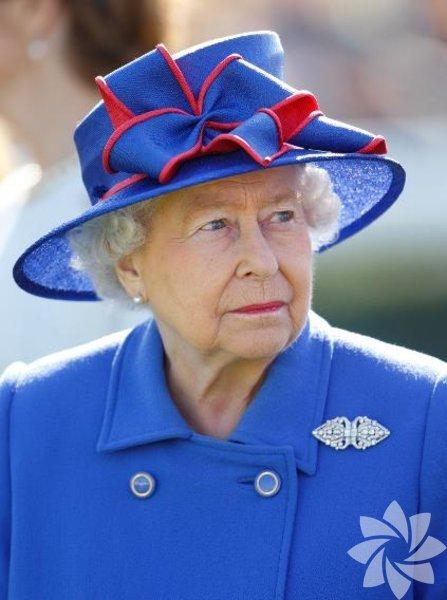 II. Elizabeth (Elizabeth Alexandra Mary; d. 21 Nisan 1926), İngiliz Milletler Topluluğu üyesi elli üç ülkeden on altısının kraliçesi. Aynı zamanda Topluluk Başkanı ve İngiltere Kilisesi Valisi'dir.