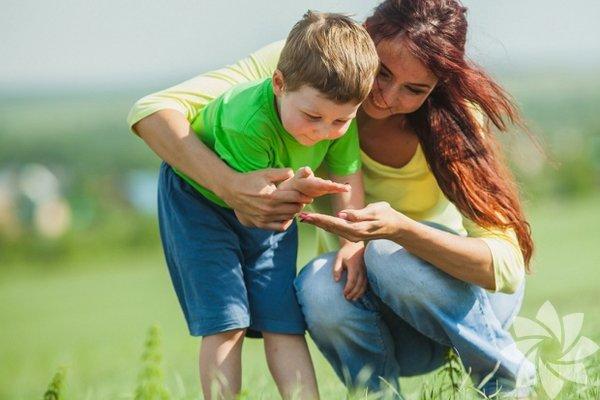 1. Oğlunuza hislerini açıkça ifade edebilmeyi öğretin: Böylelikle duyguları ile başa çıkabilmeyi ve hislerini uygun bir şekilde gösterebilmeyi öğrenecek.