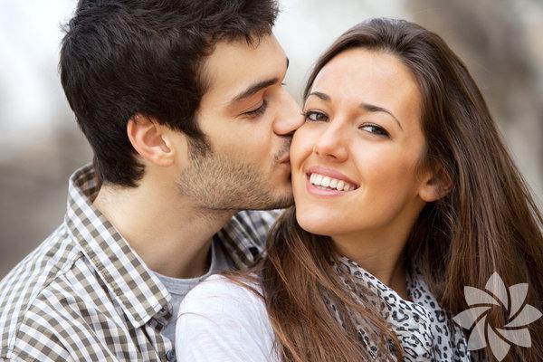 Birisinin yalnızca bir 'arkadaş' ya da 'en iyi arkadaş', 'kız arkadaş' ya da 'erkek arkadaş' olması arasında belirgin bir fark vardır. Bunlar sahip olması güzel şeylerdir ama birisi sizin ruh eşiniz olduğunda bağlantı, adanmışlık ve karşılıklı anlayış bambaşka bir seviyededir. Peki, birisinin ruh eşiniz olduğunu nasıl anlayabilirsiniz? İşte size birkaç ipucu...