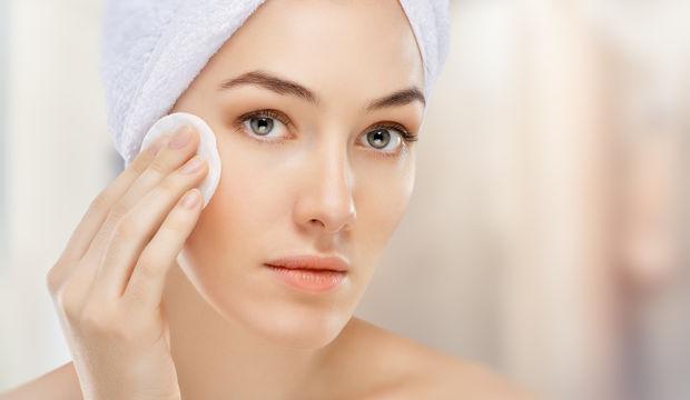 Yağlı cildi temizlemenin 5 doğal yolu
