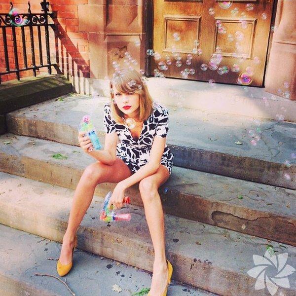 """Taylor Swift, 60 milyon takipçisine çocuklar için teşekkür etti """"Mutlu Noeller, gerçekten!"""""""