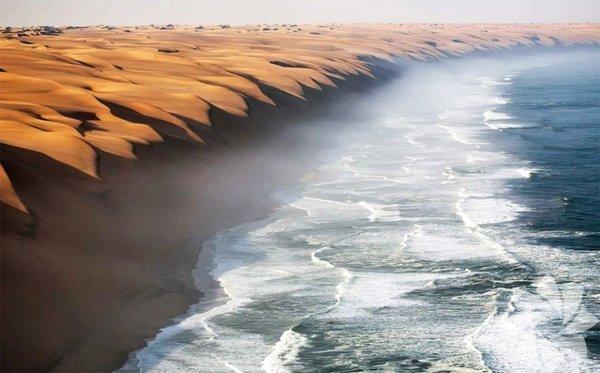 <p>Namib Çölü'nün denize ulaştığı yer</p>