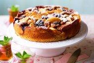 Elmalı ve böğürtlenli kek