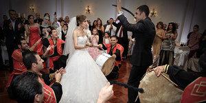 Türk kızının evlenmek için bulduğu garip sebepler