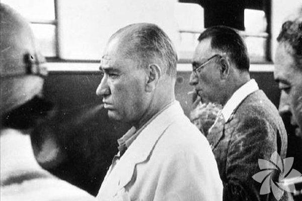 Atatürk'ün sigaralı görüntülerine RTÜK'ten ceza Kaçkar TV'de yayınlanan belgeselde Atatürk'ün sigara içerken çekilmiş görüntüleri yer alıyordu. RTÜK bu duruma el attı ve yine ceza gecikmedi…