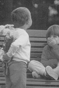 Çocuklar aşk hakkında konuşuyorlar