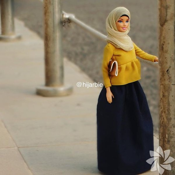Mini Hijab adlı Intagram sayfası Barbie'lere moda tesettürler tasarlıyor.
