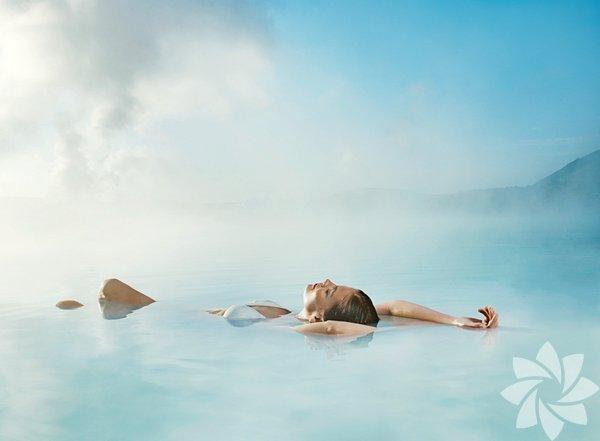 Burası İzlanda'nın başkenti olan Reykjavik'ten yaklaşık 45 dakikalık mesafede olan Mavi Göl.