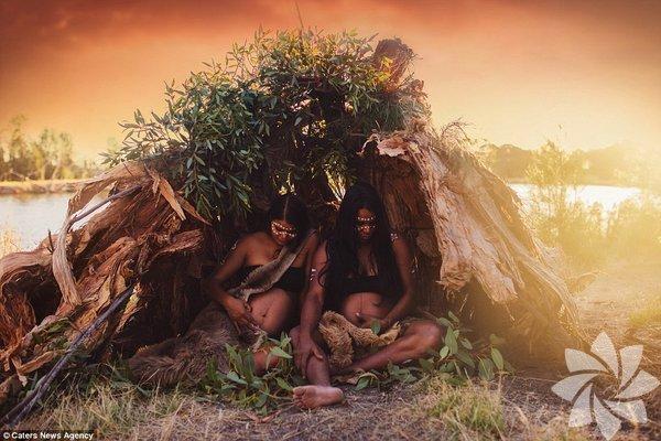 29 yaşındaki Avusturalyalı fotoğrafçı Bobbi-lee Hille, Aborjinlerin bebeklerini kendi kültürel motifleriyle süsleyip fotoğraflıyor.