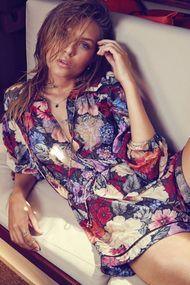Victoria's Secret meleği Josephine Skriver yürek hoplattı