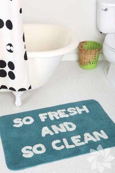 Banyo paspasları bakteri, mantar ve mikropların oluşması için uygun ortamı sağlayacak tüm donanıma sahiptir. Haftada bir kez yıkanması ve başka bir paspasla değiştirilmesi halinde böyle bir sorunla karşıkarşıya kalmazsınız.