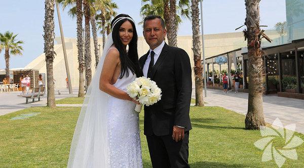 Geçtiğimiz yıl haziran ayında evlenen Ozan Çolakoğlu-Gülşen çiftinin bebekleri dünyaya geldi.