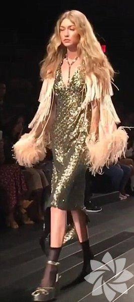 ABD'de düzenlenen New York Moda Haftası'nda podyuma çıkan ünlü model Gigi Hadid defile kazası yaşadı.
