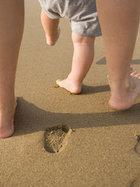 Bebeğinize sert ve dar ayakkabı giydirmeyin!