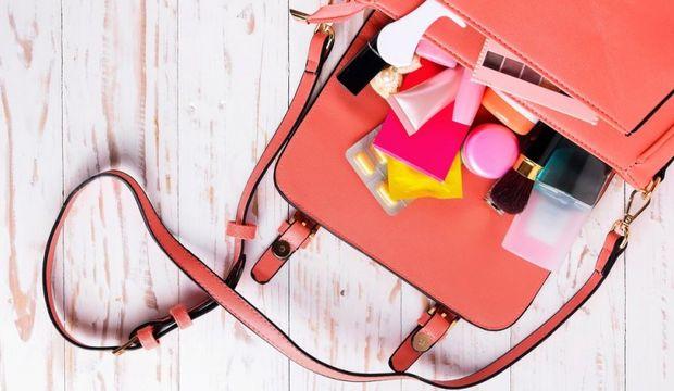 Seyahate çıkarken kozmetik çantamı nasıl hazırlamalıyım?