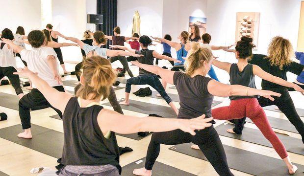 Müzede yoga