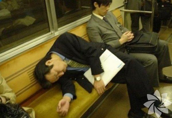 Komik uyuyan insanlar