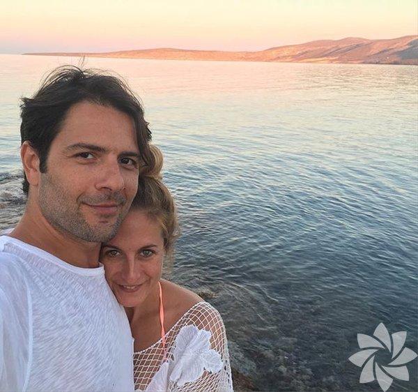 Kenan Ece, başrolü üstlendiği Ver Kaç isimli sinema filminin çekimlerini tamamladıktan sonra sevgilisi Canan Ergüder'le birlikte tatile çıktı.