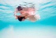 Suyun altında yoga
