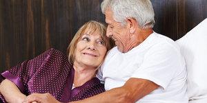 Yaşlılıkta seks kadına iyi geliyor erkeğe yaramıyor!
