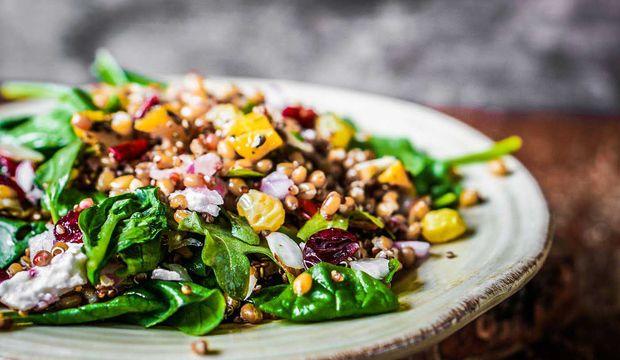 Sağlıklı beslenmeyi kolaylaştıran 10 güz salatası