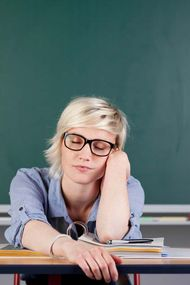 Ya öğretmen içine kapanık biriyse?