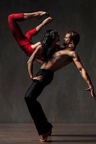 Aşk kokan dans figürleri