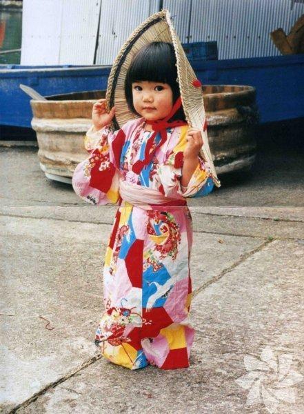 Maria liste başı oldu Fotoğrafçı Kotori Kawashima'nın, 4 yaşındaki Mirai Chan'ın günlük yaşamına dair çektiği fotoğraflardan oluşan kitabı Japonya'da kısa sürede en çok satanlar arasına girdi. Kotori Kawashima, kırmızı yanakları, kocaman gözleriyle görenleri büyüleyen Mirai Chan'in bir arkadaşının kızı olduğunu söyledi.