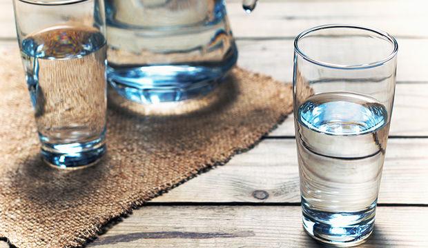 Ağız kokusunu su içerek önleyin