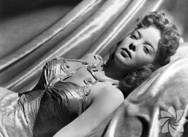 """Ida Lupino Eşiyle birlikte yapımcı olarak bir düzineye yakın film çekti. Senaryolarına katkıda bulundu, yönetti ve oynadı. """"Outrage"""" (1950) o yıllarda tecavüz konusunu ele almaya cesaret eden nadir filmlerdendi. """"The Hitch-Hiker"""" (1953) bir kadın yönetmenin elinden çıkmış ilk kara filmdi. Sette bir anne gibiydi. Erkeklerin dünyasında kadınların da önemli, yaratıcı ve öncü işler yapabileceğini gösterdi. Şirketi batınca yönetmenliği ve oyunculuğu sürdürdü, özellikle televizyon için çalıştı.  En iyi filmi: The Hitch-Hiker (1953)"""