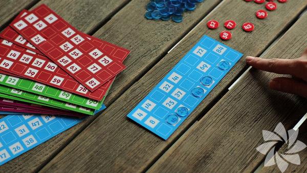 Tombala Kutu oyunları da yılbaşı eğlencelerinin vazgeçilmezleri arasında yer alıyor. Yılbaşı deyince akla ilk gelen oyunlardan olan tombalaya bu haberimizde yer vermemek olmazdı doğrusu.