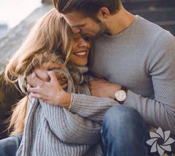 Önemli olmak Her ilişki türü içerisinde, beklemeniz gereken ilk şey, partnerinizin hayatında önemli bir yeriniz olduğunun düşünülmesidir. Partnerinizin, isteklerinize, ihtiyaçlarınıza ve beklentilerinize karşılık vermesi, önemlidir. Sizin de partnerinizi hayatınızda kıymetli bir yere koyarak karşılık vermeniz gerekiyor. Yoğun bile olsanız haftada bir kez bile olsa birlikte geçirebileceğiniz zaman yaratmak ya da gün içerisinde duyarlı mesajlar atmak; insanların size nasıl davranmalarını istiyorsanız, siz de aynı doğrultuda davranmalısınız.