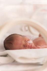 28 haftalık doğan mucize oğlum hayatta kaldı