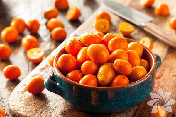 Doğu Asya ve Çin'de yetiştirilen çalı biçimindeki kamkat; portakal, mandalina, bergamot, limon gibi turunçgiller ailesinin bir meyvesidir.