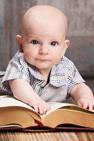 Birden çok dile maruz kalan bebek geç konuşabilir