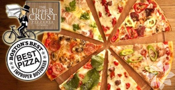 The Upper Crust, Bebek & Beşiktaş Boston'ın bol ödüllü gurme pizza zinciri The Upper Crust Pizzeria'nın İstanbul'da Bebek ve Çırağan'da iki şubesi var. Pizza düşkünlerine, özel tarifli domates sosunun yayıldığı incecik pizza hamuruna tat katan taze sebzenin, çeşit çeşit peynirin, tavuk, et ve deniz mahsullerinin karışımlarıyla, tadına doyulmaz bır damak keyfi yaşatıyor. Peynirli ve Pepperonili dilim pizzalarının yanısıra her gün değişen Günün Dilimi ile tüm pizzaları denemeniz mümkün. Dilim pizza bana yetmez diyorsanız 37cmlik Large ve 47cmlik XLarge pizzaları deneyin. Menüdeki 41 çeşit pizza seçeneği de bana yetmez diyorsanız kendi pizzanızı da hazırlayabilirsiniz. Pizzaları iki farklı çeşitle de yapabiliyorlar; 'Yarısını ondan, yarısını da bundan istiyorum' demeniz yeterli. Üstelik domates sevmeyenler için White Pizza veya peynir sevmeyenler için Red Pizza seçenekleri de mevcut. Geriye sadece karar vermek kalıyor! The Upper Crust'lara Bebek şubesi için 0212 265 02 66, Çırağan için 0212 227 52 27'den ulaşabilirsiniz.