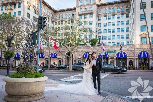 Geçtiğimiz günlerde nikahları için Los Angeles'a giden Tolgahan Sayışman - Almeda Abazi çifti bugün sabah saatlerinde dünyaevine girdi.