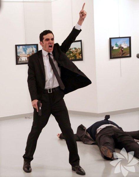 <p>Burhan Özbilici'nin çektiği Andrei Karlov'un suikasta uğradığı anların fotoğrafları, 2017 Dünya Basın Fotoğrafı (World Press Photo) ödülüne layık görüldü.</p>