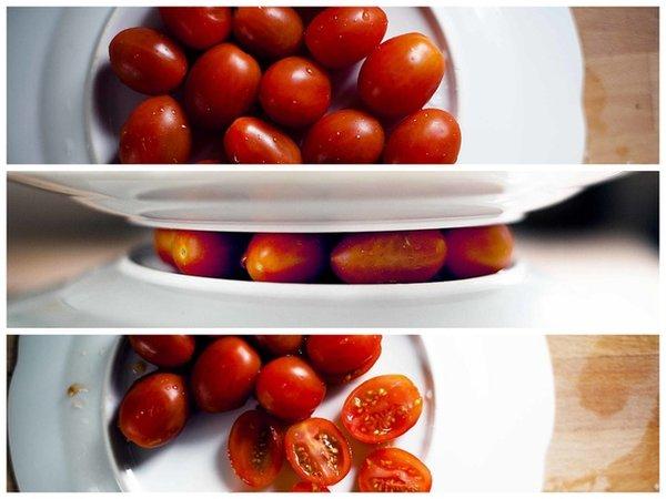 Çeri domates Domatesleri iki tabak arasına hafifçe sıkıştırın, sonra keskin bir bıçakla dilimleyin. Aynı yöntem üzümler için de kullanılabilirsiniz.