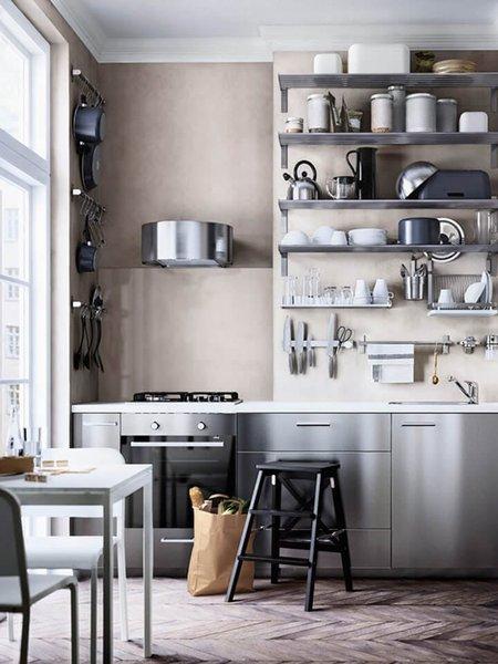 3. Paslanmaz çelik Paslanmaz çelikten yapılmış set üstü ocaklar, raflar veya dolaplar ile mutfağınıza endüstriyel bir tarz yansıtabilirsiniz.