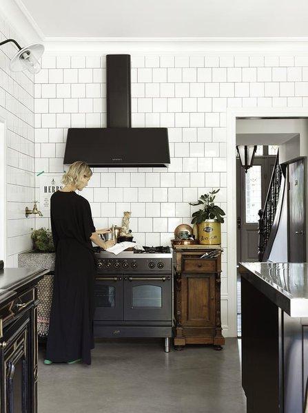2. Aspiratöre vurgu Mutfakta üst dolapların olmaması aspiratörü daha öne çıkarabilme imkanı tanır. Aspiratörünüz bir anda mutfağın odak noktası haline gelir.