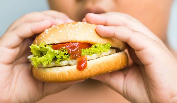 Fazla kilolu çocukları bekleyen 6 rahatsızlığa dikkat!